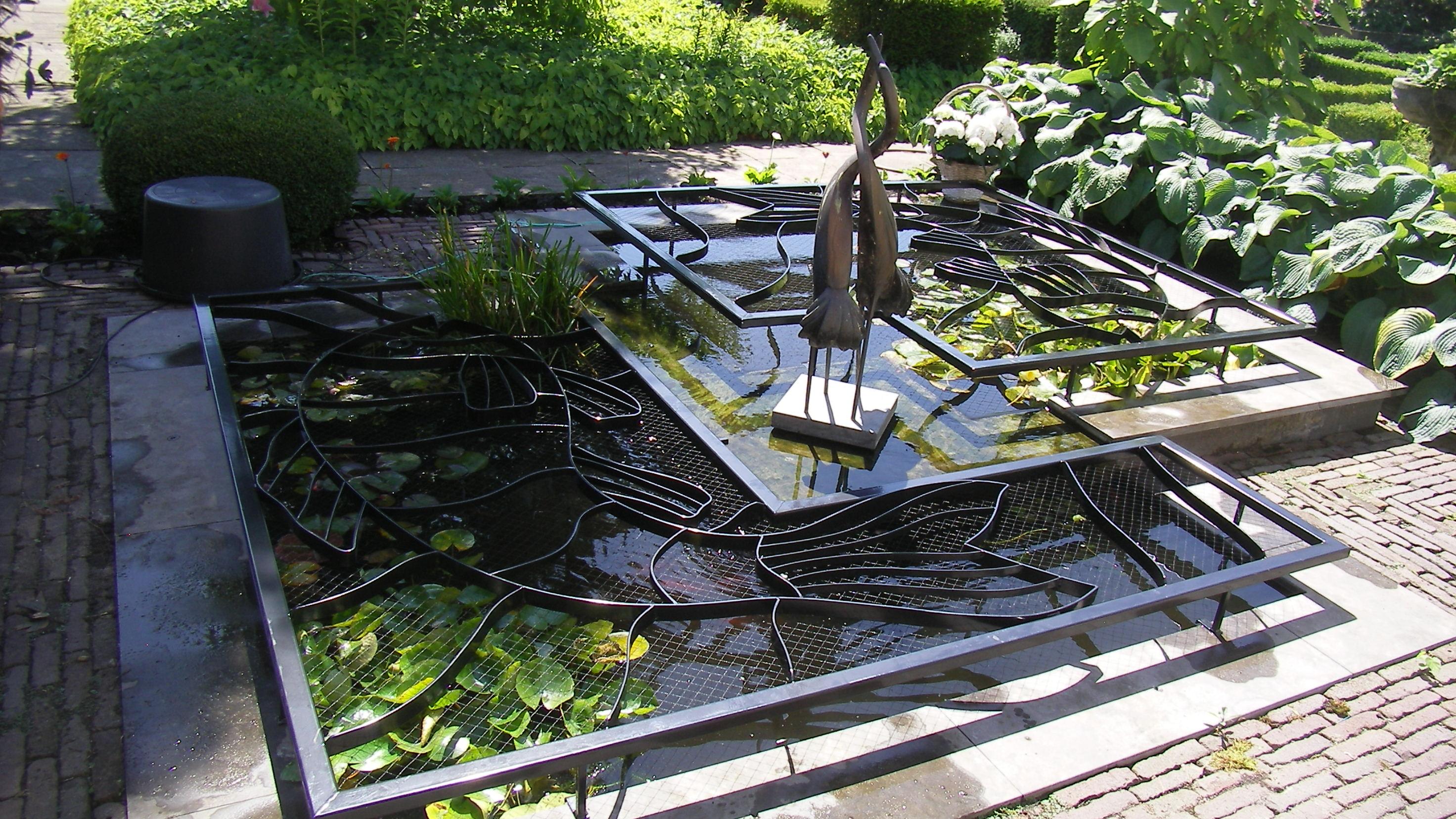Een horizontale vijverafdekking van Cronquels