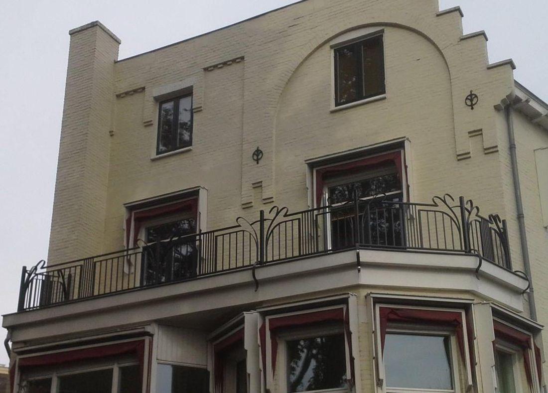 Art Deco Stijl : Schuitema art deco stijl voetenbank met bruin leer bekleed