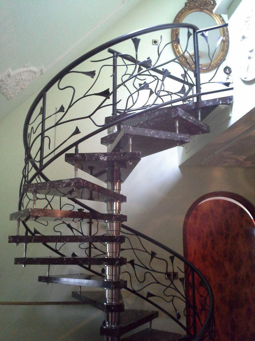Vide trap en frans balkon cronquels design hekwerken - Deco trap ...