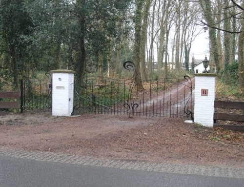 Jugendstil toegangspoort met separate looppoort